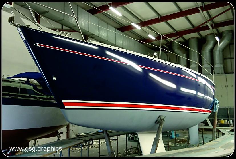 Maxi 1000 boat stripes